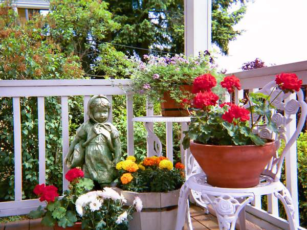 Container Gardening Benefits Include Gardens Without Yards