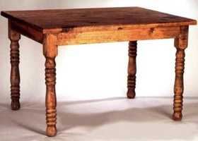 Rustic Pine Furniture 394 60 in Turned Leg Round Table