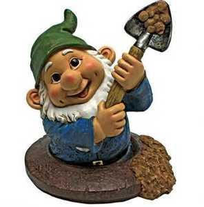 Design Toscano QM2469600 Shoveling Sam The Garden Gnome Statue