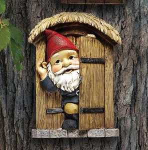 Design Toscano QL4281 The Knothole Gnomes Garden Welcome Tree Sculpture Door Gnome