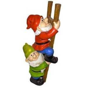 Design Toscano QM2360100 Up The Ladder Climbing Garden Gnome Statue