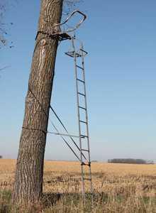 Sniper Treestands STLS15 The Avenger Dx 17 ft Ladderstand